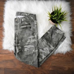Camo Print Zip Detail Gap Jeans